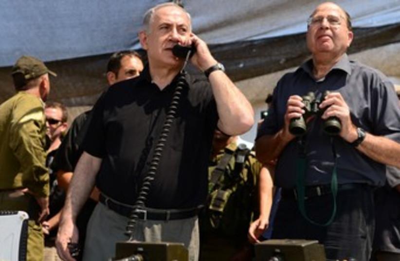 Netanyahu and Ya'alon at Golani drill 370 (photo credit: Koby Gideon/GPO)