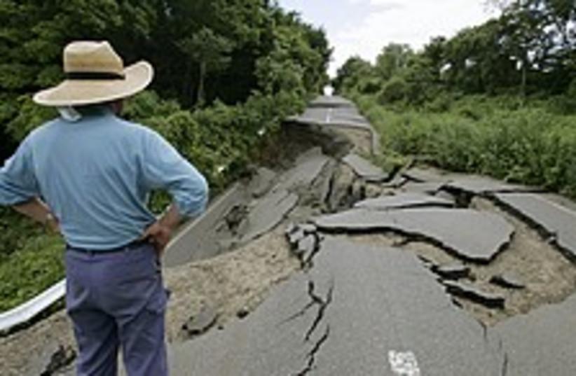 japan earthquake 224 88  (photo credit: AP)