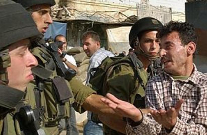 pal argues w soldiers298 (photo credit: AP)