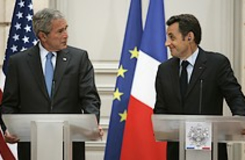 Bush sarkozy paris 224.8 (photo credit: AP)
