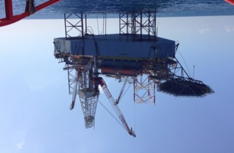 Atwood beacon oil rig 370 (photo credit: NIV ELIS)
