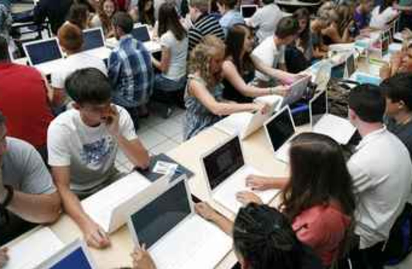 Students at computers (photo credit: Reuters)