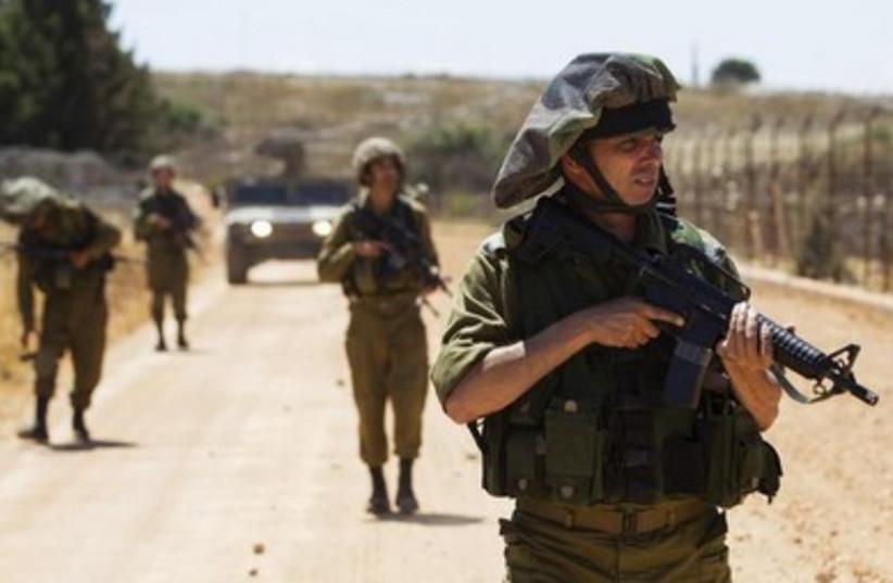 IDF soldier patrol 390 (photo credit: REUTER/Baz Ratner)