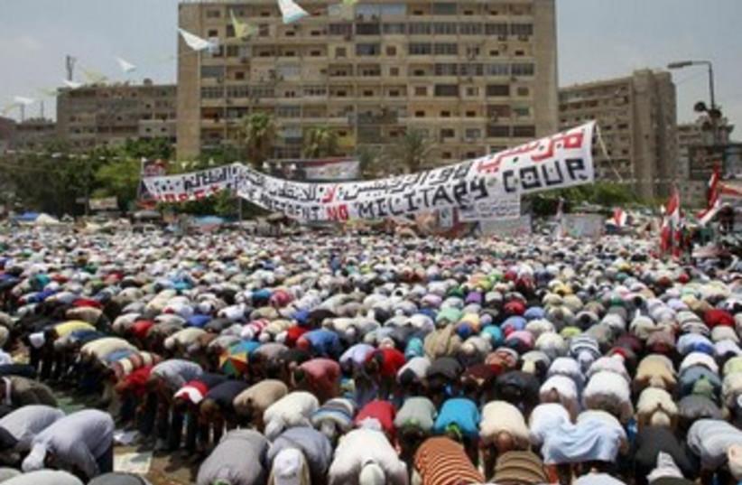 Morsi supporters in Cairo 370 (photo credit: REUTERS/Louafi Larbi)