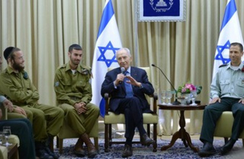 peres meets with haredi soldiers 370 (photo credit: Mark Neiman/GPO)