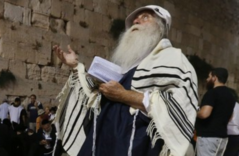 Tisha Be'av at the Western Wall 370 (photo credit: Marc Israel Sellem/The Jerusalem Post)