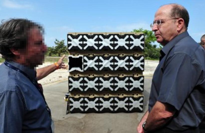 moshe yaalon meets with rafael expert 370 (photo credit: Ariel Hermoni, Ministry of Defense)