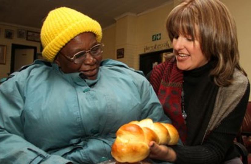 Baking challah for Mandela 370 (photo credit: Courtesy SA Jewish Board of Deputies)