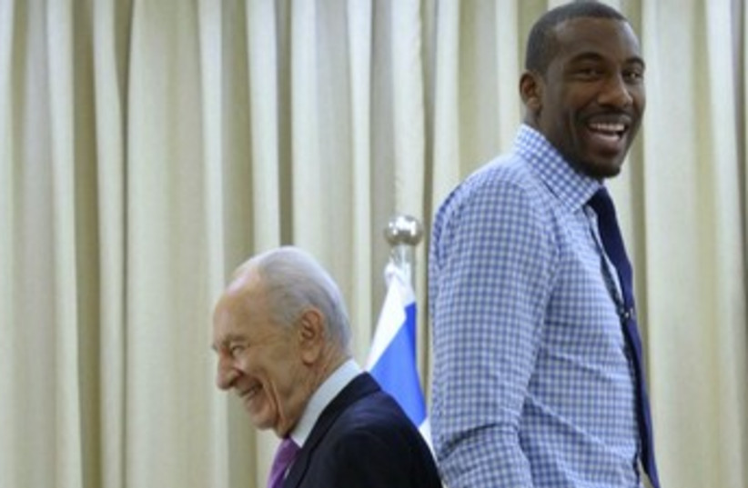 Peres and Stoudemire 370 (photo credit: Mark Neiman/GPO)
