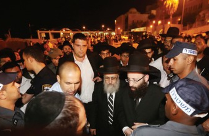 Chief Sephardi Rabbi Yitzhak Yosef goes to Kotel 370 (photo credit: Marc Israel Sellem/The Jerusalem Post)