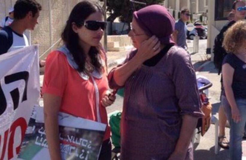 Bayit Yehudi MKs at protest against prisoner release 370 (photo credit: Tal Benesh/Bayit Yehudi)