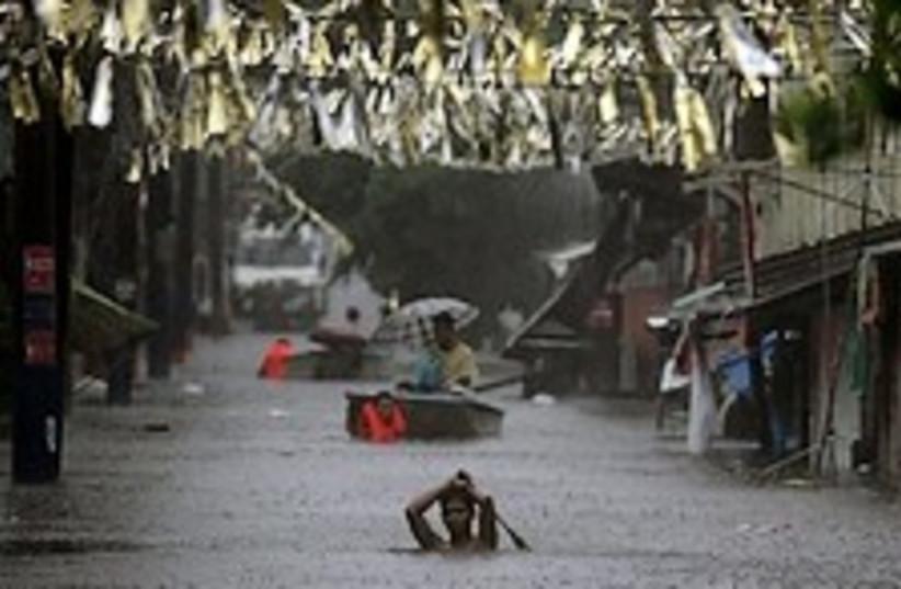 typhoon philipinnes 224 (photo credit: AP)