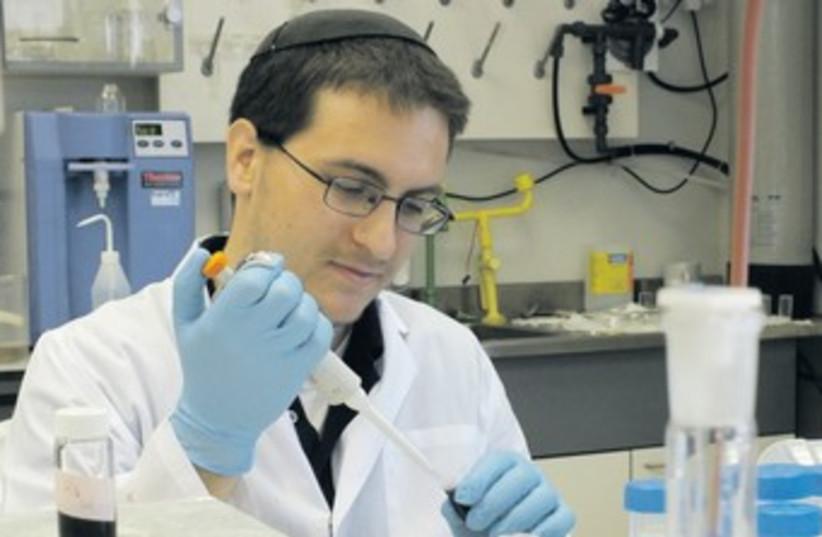 YESHIVA UNIVERSITY student  works in a lab 370 (photo credit: courtesy Bar Ilan University)