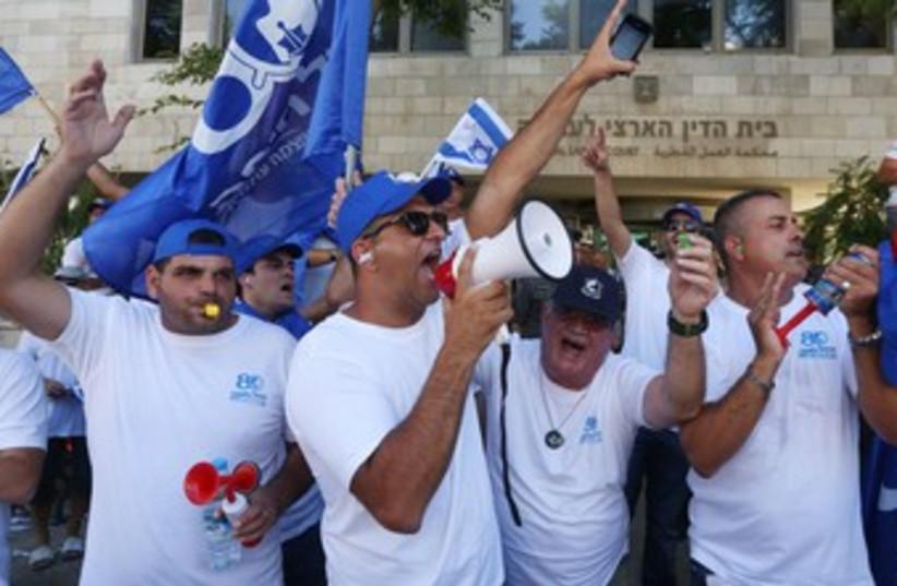 Port workers demonstration 370 (photo credit: Marc Israel Sellem/The Jerusalem Post)
