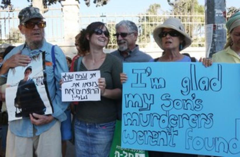Seth and Sherri Mandell protest 370 (photo credit: Marc Israel Sellem/The Jerusalem Post)