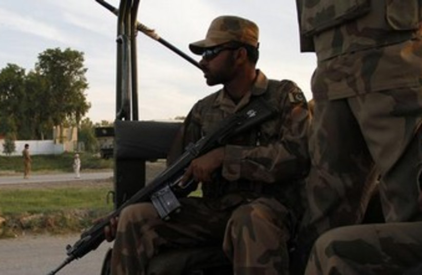 A Pakistani paramilitary soldier370 (photo credit: REUTERS)