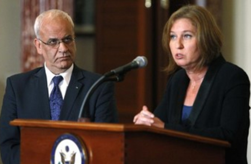 Livni and Erekat 370 (photo credit: REUTERS/Jonathan Ernst)