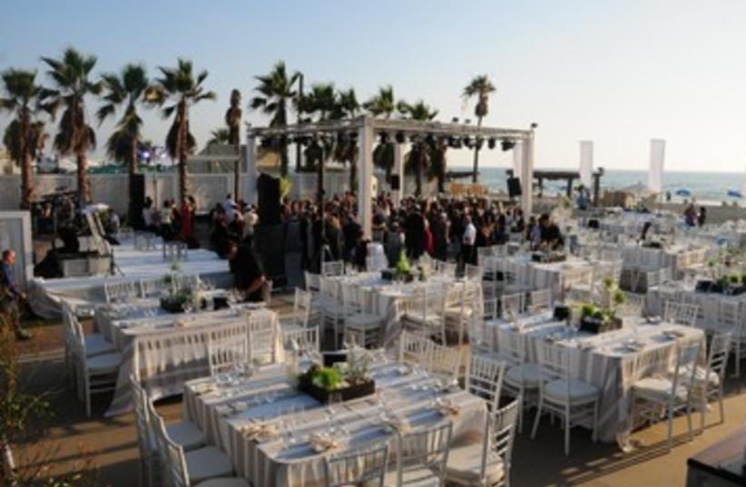 Beach wedding (photo credit: Avner Zarfati)