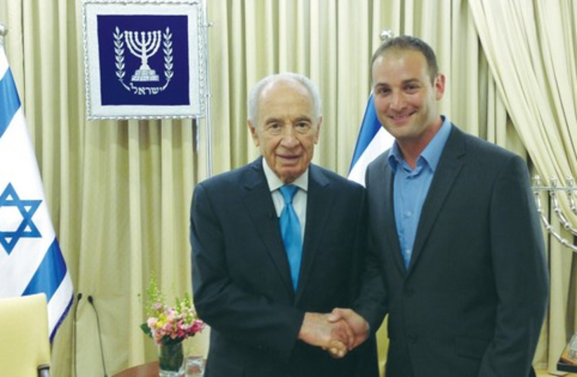 Michael Dickson with Shimon Peres 521 (photo credit: Courtesty)