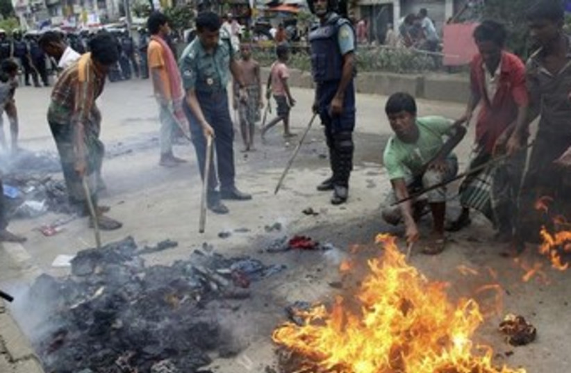 Dhaka protest370 (photo credit: Reuters)