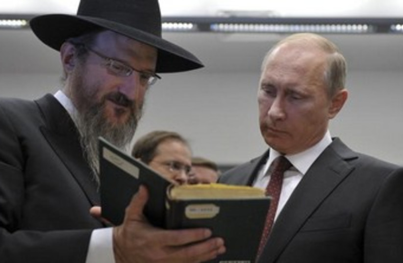 putin and rabbi lazar 370 (photo credit: REUTERS)
