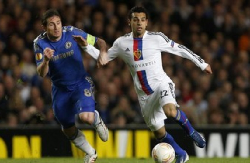 FC Basel midfielder Mohamed Salah (R)  370 (photo credit: Reuters)