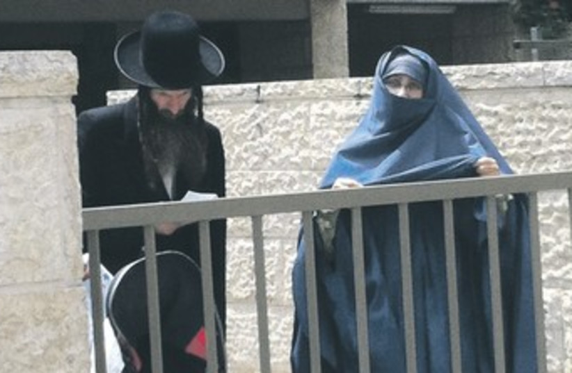 Jewish woman in burka 370 (photo credit: Sam Sokol)