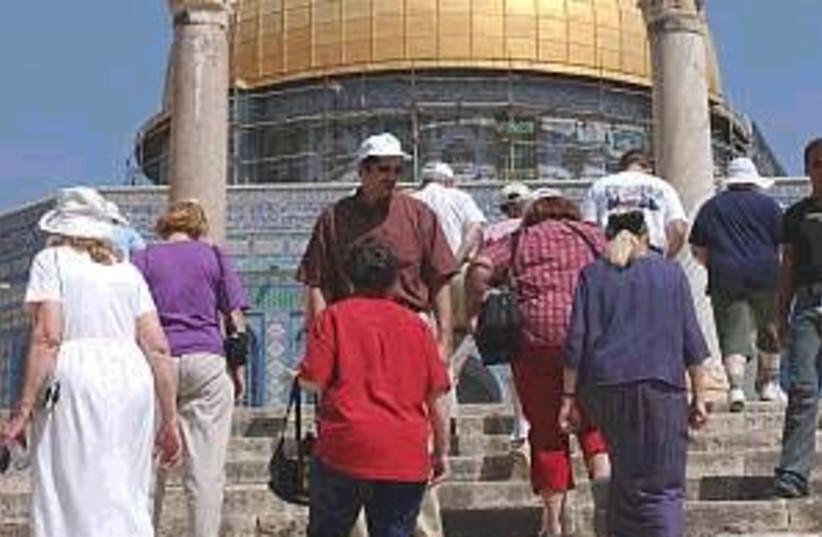 tourists temple 298 88aj (photo credit: Ariel Jerozolimski [file])