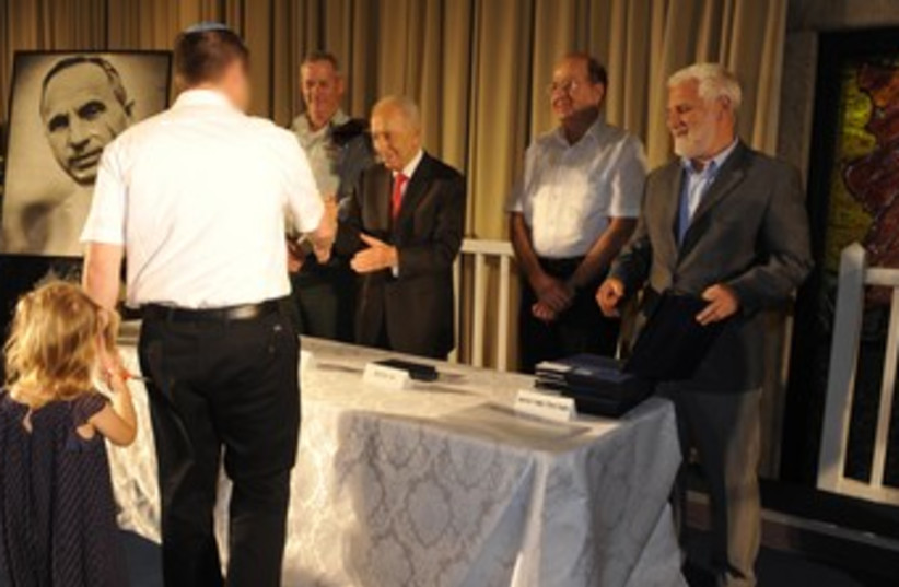 Peres and Bogie at award ceremony (photo credit: President's Press Office)