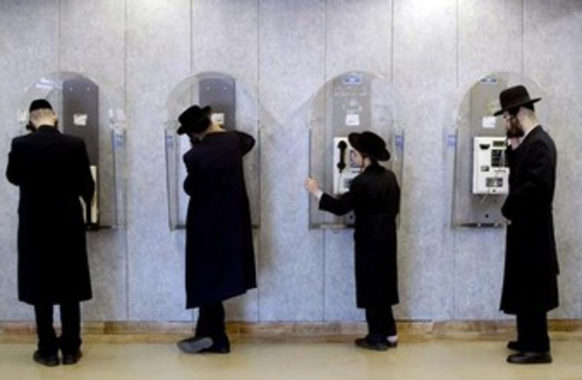 Haredim making phone calls 370 (photo credit: REUTERS)