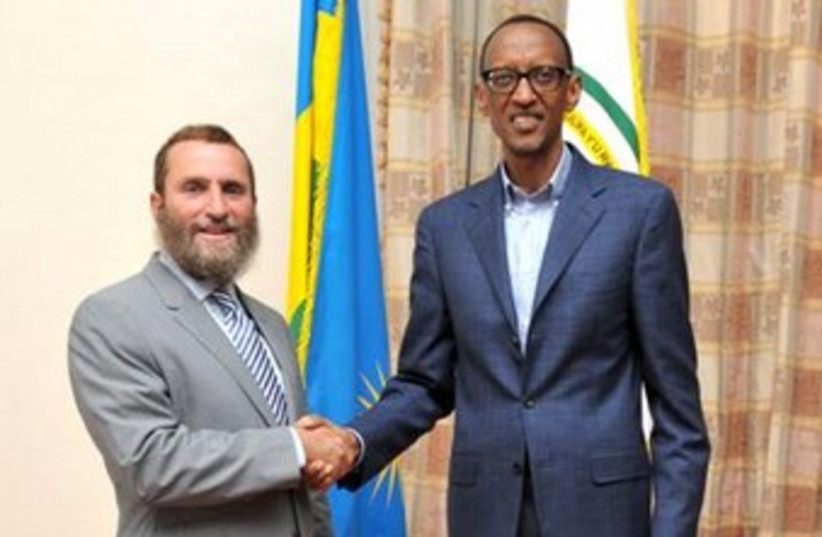 Shmuley Boteach and Rowanda President  Paul Kagame 370 (photo credit: Courtesy)