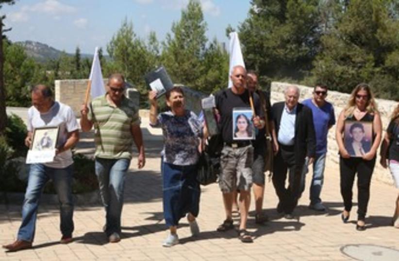 protesting the prisoner release petition 370 (photo credit: Marc Israel Sellem/The Jerusalem Post)