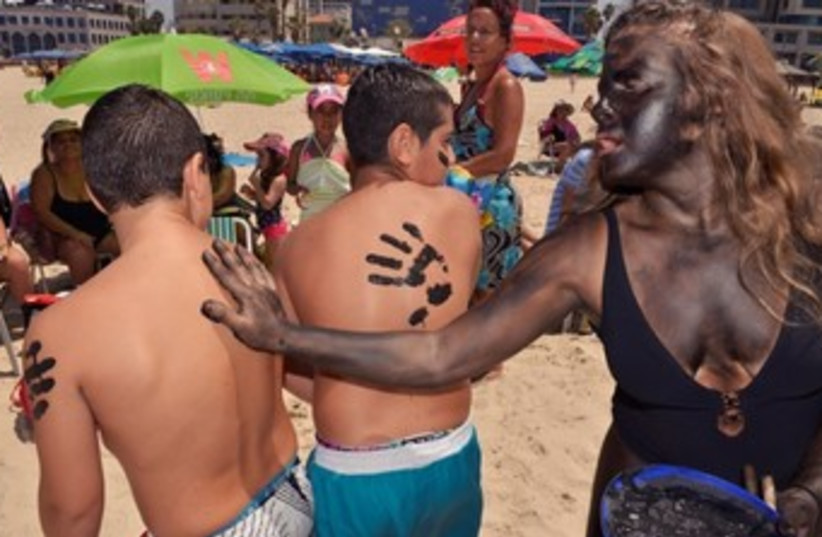 Zalul  activists beach environmental 370 (photo credit: Courtesy Zalul)