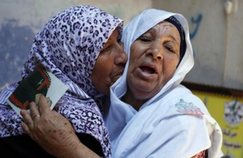 Palestinian prisoner mother hears news of release 370 (photo credit: REUTERS/Ibraheem Abu Mustafa)