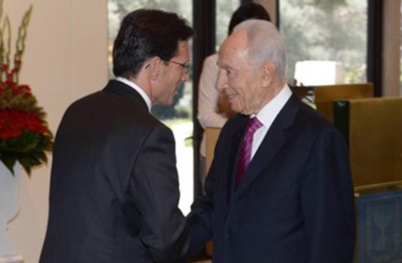 Peres greets US Congressman Cantor 370 (photo credit: Amos Ben Gershon / GPO)