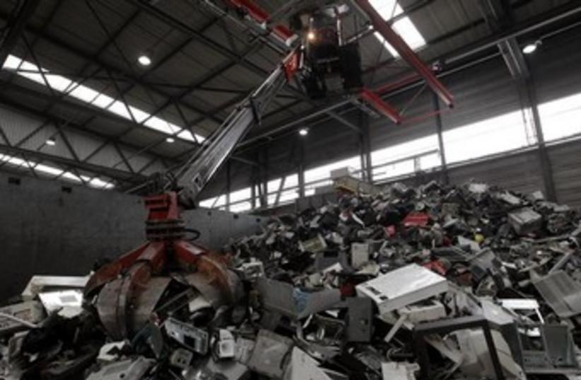 Electronic scrap 370 (photo credit: REUTERS)