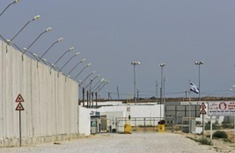 Kerem shalom closed 298 (photo credit: AP)