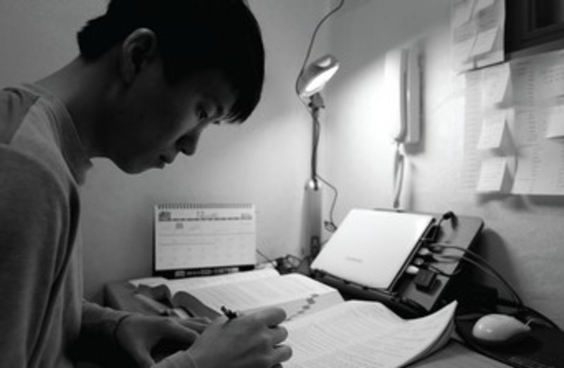 asian student studying 370 (photo credit: REUTERS)