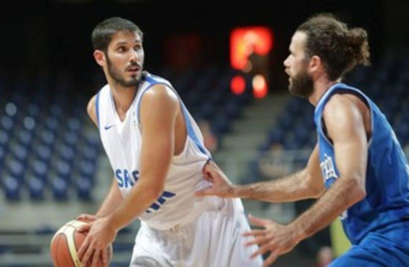 omri casspi israel national game 370 (photo credit: Courtesy Israel Basketball Association)