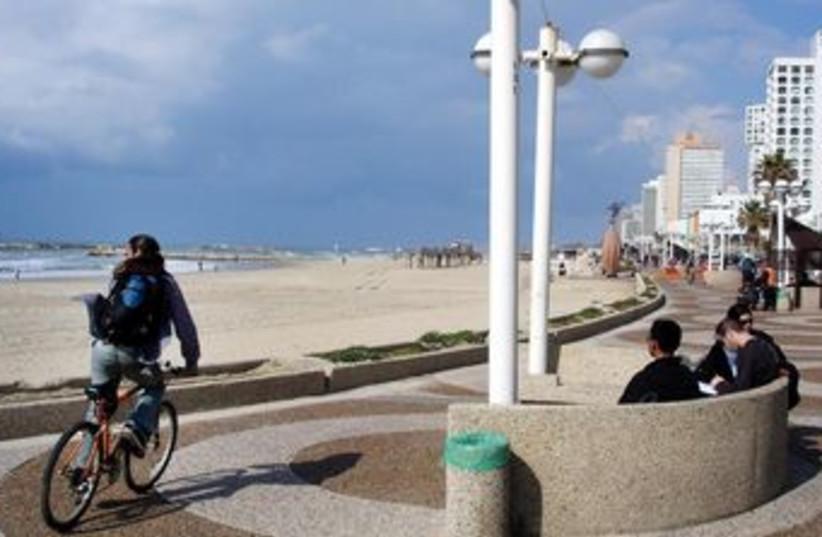 Tel Aviv promenade 370 (photo credit: Tourism Ministry/goisrael.com)