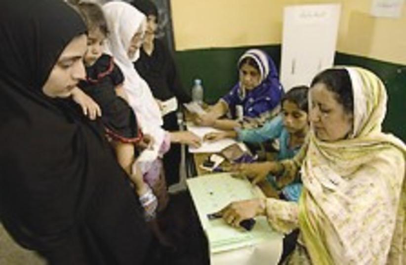 pakistan vote 224.8 (photo credit: AP)