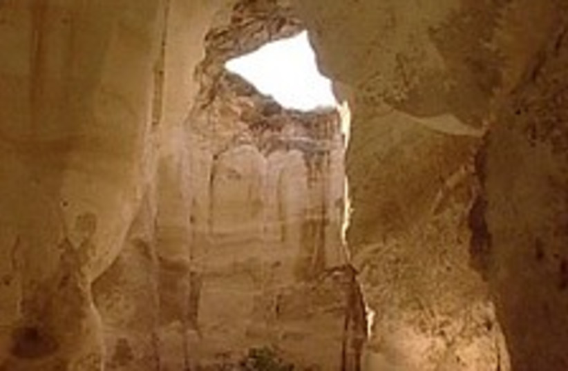 cave 224 88 (photo credit: Channel 10)