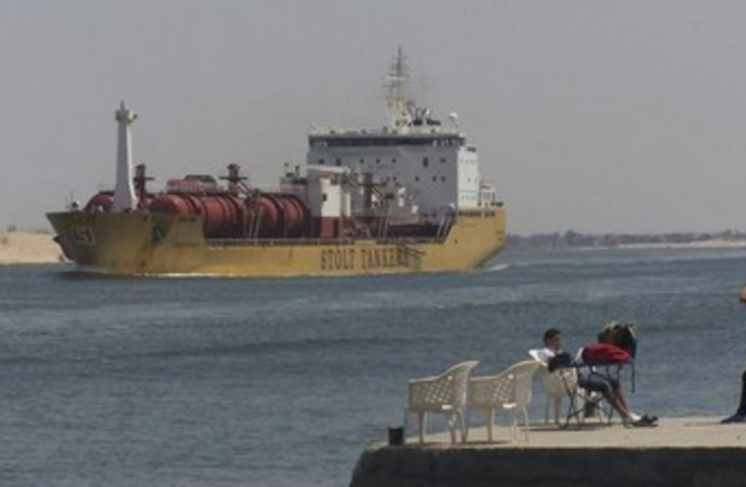 A ship crossing the Suez Canal 370 (photo credit: REUTERS)