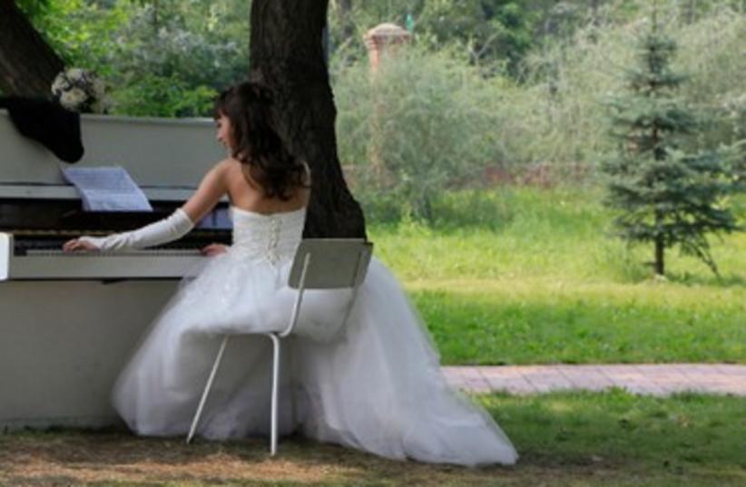 Bride on her wedding day [illustrative] 370 (photo credit: REUTERS/Ilya Naymushin)
