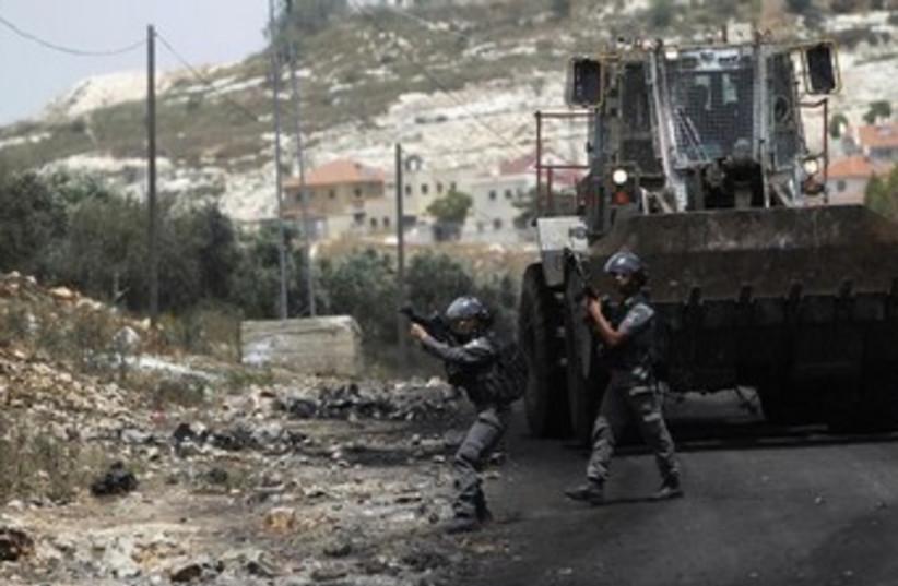 IDF bulldozer 370 (photo credit: REUTERS)