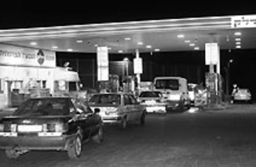 gas station 1 88 224 (photo credit: Ariel Jerozolimski)
