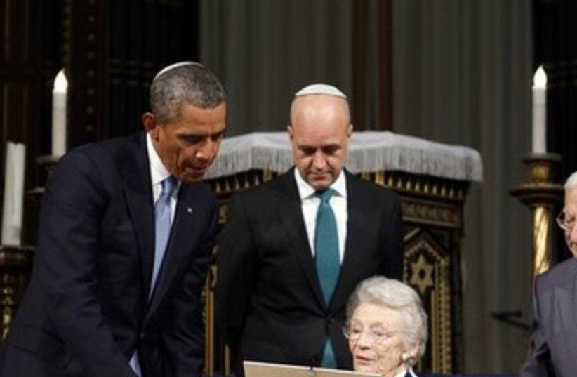US President Obama in Stockholm's Great Synagogue370 (photo credit: REUTERS)