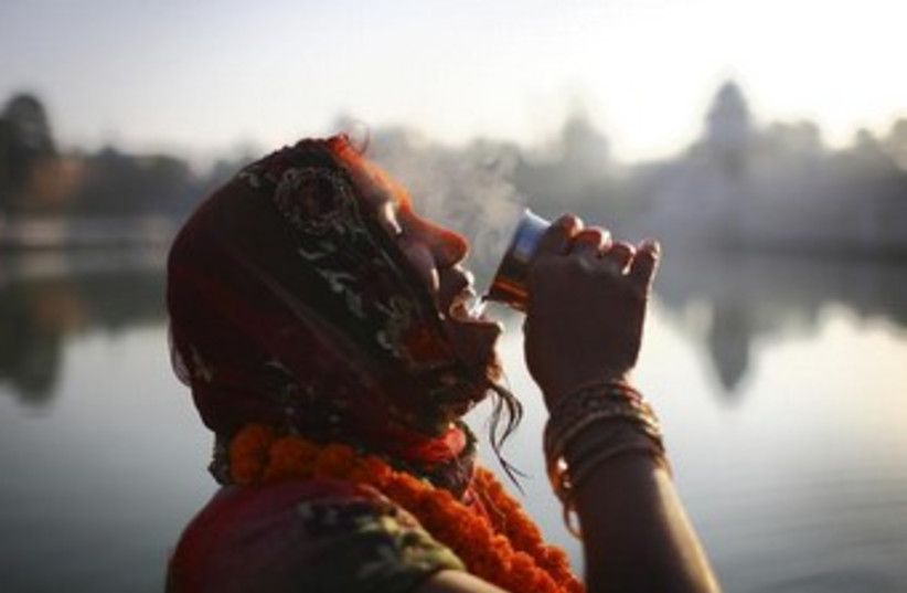 woman drinks water 370 (photo credit: REUTERS)