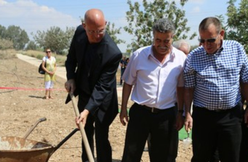 Doron Sapir, Amir Peretz (photo credit: Courtesy)