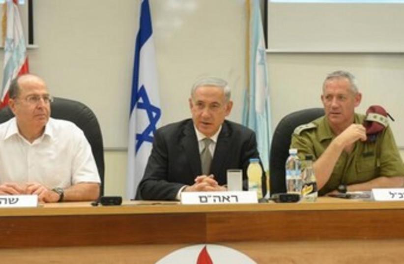 Ya'alon, Netanyahu and Gantz 370 (photo credit: GPO)